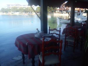 Ресторан / где поесть в Hotel Lefkadi