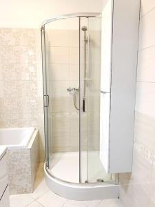 A bathroom at LUXE BUNGALOW,20min PRAGUE CITY CENTR,5min airport