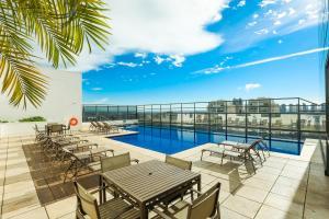 A piscina localizada em TRYP By Wyndham Ribeirão Preto ou nos arredores