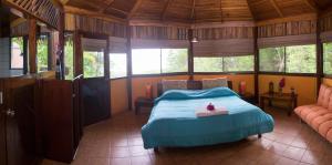 A bed or beds in a room at Hotel Vista de Olas