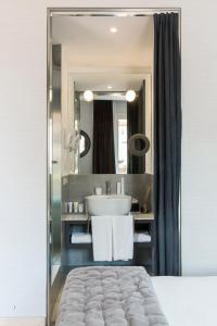 A bathroom at Hotel Adriano
