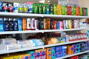 Een supermarkt of andere winkels bij het hotel of in de buurt