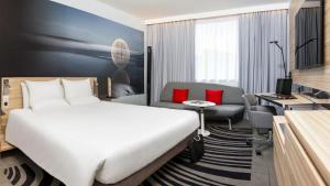 A bed or beds in a room at Novotel Leeds Centre