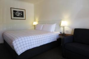 A bed or beds in a room at Summerhill Motor Inn - Adults Only