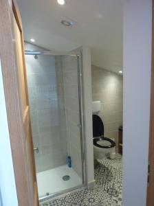 Salle de bains dans l'établissement Kilima Juu