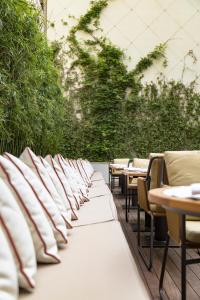 A restaurant or other place to eat at Square Nine Hotel Belgrade