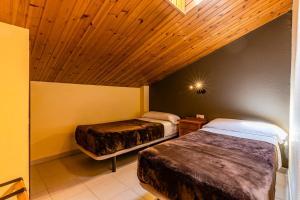 A bed or beds in a room at Apartamentos Turisticos Poblado