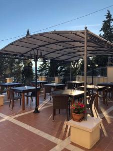 A restaurant or other place to eat at Hotel Bia Maore