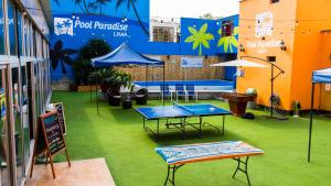 Ping-pong facilities at Pool Paradise Lima or nearby