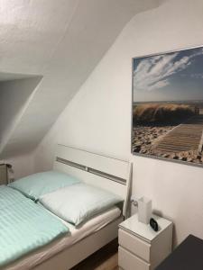 A bed or beds in a room at Wohnen auf Zeit
