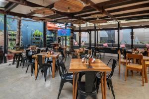 Een restaurant of ander eetgelegenheid bij Selina San Jose