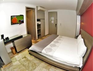 A bed or beds in a room at Hotel Vista Hermosa