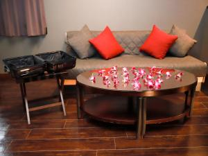 A seating area at Hotel Balian Resort Chiba Chuo (Adult Only)