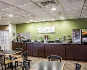 A restaurant or other place to eat at Sleep Inn & Suites Pineville