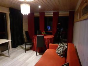 Istumisnurk majutusasutuses Parila Holiday House with Sauna