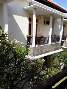 A balcony or terrace at Sari Agung Kuta