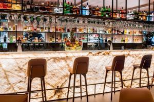 The lounge or bar area at Hotel Schweizerhof Zermatt