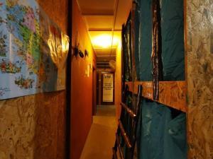 A bunk bed or bunk beds in a room at Agosto Taman Negara Hostel