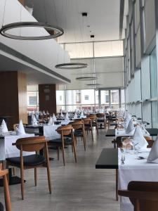 A restaurant or other place to eat at VIP Executive Azores Hotel