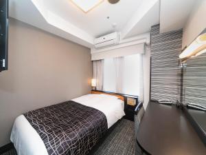 APA Hotel Kyoto Ekimae房間的床