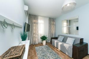A seating area at Lara Apartment