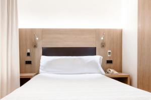 Hotel Lleó tesisinde bir odada yatak veya yataklar