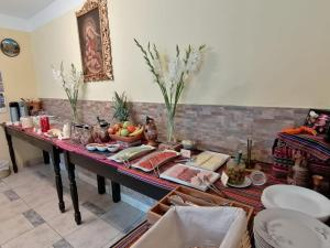 A restaurant or other place to eat at Yanuy Culinary Guest House