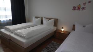 A bed or beds in a room at Altstadt