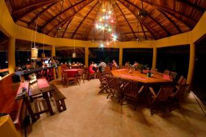 A restaurant or other place to eat at Hotel Vista de Olas
