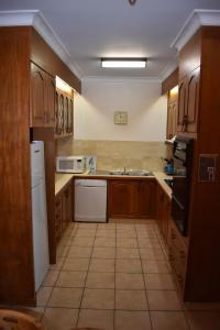 A kitchen or kitchenette at Unit 2, Ballingalla Apartments