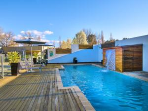 The swimming pool at or near Myrtleford Motel on Alpine