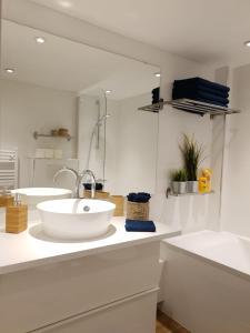 A bathroom at Loft Luxe Réformé