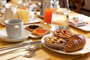 Breakfast options available to guests at Villa Avenia