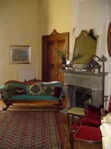 A seating area at Villa Avenia
