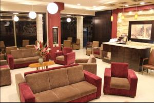 The lounge or bar area at Alexander Hotel
