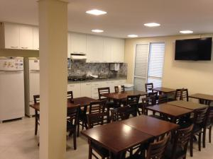 A restaurant or other place to eat at Tapera Hostel