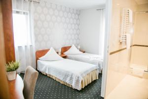 Łóżko lub łóżka w pokoju w obiekcie Hotel Oaza
