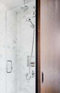 Salle de bains dans l'établissement Walker Hotel Tribeca