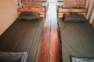 A bed or beds in a room at Freedom Society