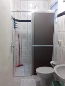 A bathroom at Apartamentos Águia Azul