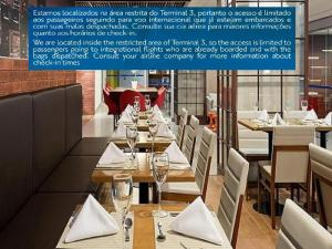 A restaurant or other place to eat at TRYP - Transit Hotel São Paulo Airport - Terminal 3