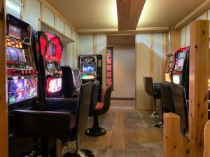 カプセルホテルの敷地内または近くにあるカジノ
