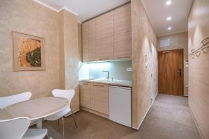 A kitchen or kitchenette at Apartment Elegance Hrebienok