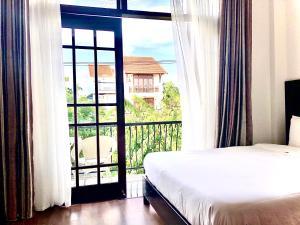 Ein Bett oder Betten in einem Zimmer der Unterkunft Riverside Impression Villa