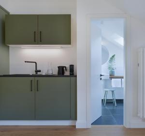 A kitchen or kitchenette at konrads gästehaus