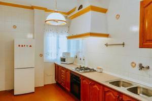 A kitchen or kitchenette at Villa El Cerrillo