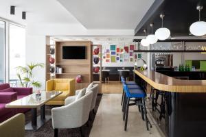 O lounge ou bar de Park Inn by Radisson Dammam