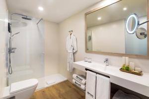 A bathroom at Barceló Santiago