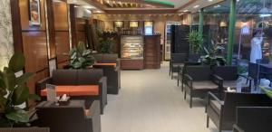 O lounge ou bar de فندق ادوماتو Adomato Hotel