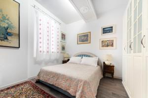 A bed or beds in a room at D'Azeglio Halldis Apartments